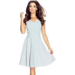 Blasa – elegancka sukienka z oryginalnym dekoltem beż. Szare sukienki balowe Bergamo, z materiału. Za 174,99 zł.