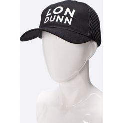 Missguided - Czapka by Lon Dunn. Czarne czapki z daszkiem damskie marki Missguided, z poliesteru. W wyprzedaży za 34,90 zł.