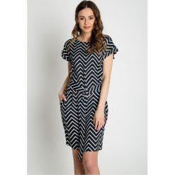 Sukienki: Prosta sukienka z szerokim pasem w talii  BIALCON