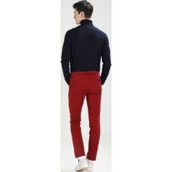 Spodnie męskie: KIOMI Chinosy bordeaux