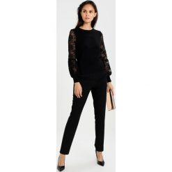 Swetry klasyczne damskie: Navy London ERIKA Sweter black