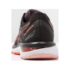ASICS GELCUMULUS 20 Obuwie do biegania treningowe black/flash coral. Czarne buty do biegania damskie Asics, z materiału. Za 589,00 zł.