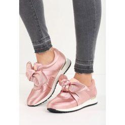 Różowe Buty Sportowe Runaway. Czerwone buty sportowe damskie marki QUECHUA, z gumy. Za 49,99 zł.