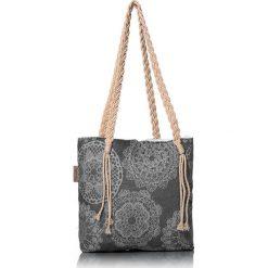 """Torba plażowa """"Lace"""" w kolorze antracytowym - 40 x 50 cm. Szare shopper bag damskie Begonville, z bawełny. W wyprzedaży za 108,95 zł."""