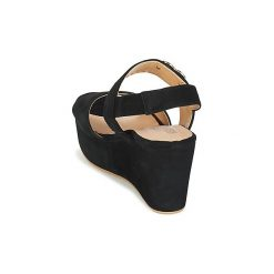 Sandały Love Moschino  JA16097E13. Czarne sandały trekkingowe damskie marki Love Moschino. Za 863,20 zł.