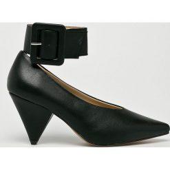 Answear - Czółenka Martin Pescatore. Szare buty ślubne damskie ANSWEAR, z materiału, na obcasie. W wyprzedaży za 79,90 zł.