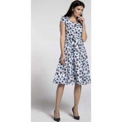 Niebieska Sukienka z Szerokim Dołem z Dekoltem Karo. Niebieskie sukienki balowe marki Molly.pl, l, w paski, z dekoltem karo, mini, oversize. W wyprzedaży za 155,22 zł.