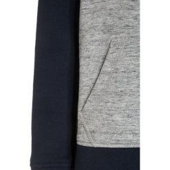 Bench GRAPHIC  Bluza z kapturem dark navy blue. Szare bluzy chłopięce rozpinane marki Bench, z bawełny, z kapturem. W wyprzedaży za 167,20 zł.