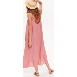 DŁUGA SUKIENKA DAMSKA NA RAMIĄCZKACH W STYLU JESSICA MERCEDES. Różowe długie sukienki Top Secret, z długim rękawem. Za 54,99 zł.