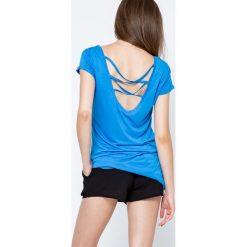Bluzka z głębokim dekoltem z tyłu niebieska. Niebieskie bluzki z odkrytymi ramionami Yups, l, z wiskozy, dekolt w kształcie v, z krótkim rękawem. Za 19,99 zł.
