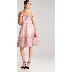 Sukienki hiszpanki: Chi Chi London Tall RUBEN Sukienka koktajlowa purple