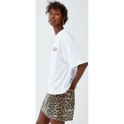 T-shirty damskie: Koszulka z wyhaftowanym napisem w białym kolorze