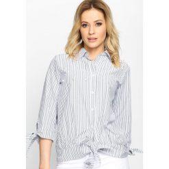 Czarna Koszula Stripy Pearled. Czarne koszule wiązane damskie marki Born2be, s, w paski, klasyczne, z klasycznym kołnierzykiem. Za 39,99 zł.