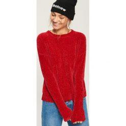 Szenilowy sweter - Czerwony. Czerwone swetry klasyczne damskie Sinsay, l. Za 59,99 zł.