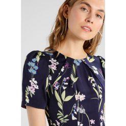 Karen Millen SOFT BOTANICAL FLORAL PRINT COLLECTION Sukienka letnia multicolour. Niebieskie sukienki letnie marki Karen Millen, z materiału. W wyprzedaży za 759,20 zł.
