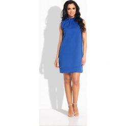 Sukienki: Prosta sukienka z falbaną pod szyją chaber