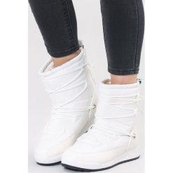 Białe Śniegowce Cozy Harbour. Białe buty zimowe damskie other, z materiału, z okrągłym noskiem, na płaskiej podeszwie. Za 99,99 zł.