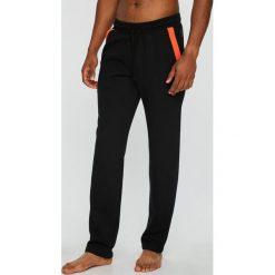Emporio Armani - Spodnie piżamowe. Szare piżamy męskie Emporio Armani, l, z bawełny. W wyprzedaży za 319,90 zł.