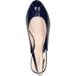 Sandały AURELIA. Niebieskie sandały damskie Gino Rossi, w paski, z lakierowanej skóry, na koturnie. Za 189,90 zł.