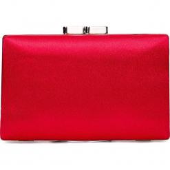 Czerwona torebka puzderko QUIOSQUE. Czerwone torebki klasyczne damskie marki QUIOSQUE, z satyny. Za 99,99 zł.