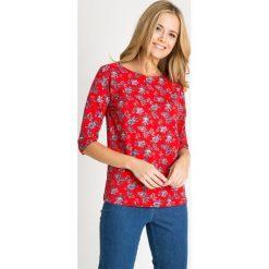 Bluzki damskie: Czerwona bluzka w kwiaty z rękawem 3/4 QUIOSQUE