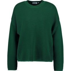 Swetry klasyczne damskie: Weekday AVENUE Sweter green