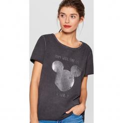 Koszulka z połyskującym nadrukiem Mickey Mouse Special Collection - Szary. Brązowe t-shirty damskie marki Mohito, m. Za 69,99 zł.