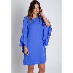 Sukienki balowe: Luźna niebieska sukienka z rozkloszowanymi rękawami  BIALCON
