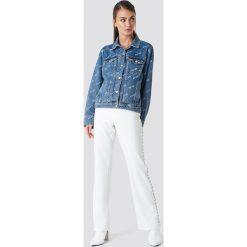 NA-KD Trend Kurtka jeansowa Logo - Blue. Niebieskie bomberki damskie NA-KD Trend, z nadrukiem, z jeansu. Za 242,95 zł.