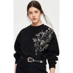 Bluzy damskie: Bluza z kwiatowym haftem – Czarny