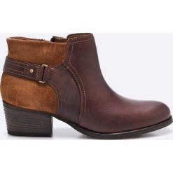 Clarks - Botki. Brązowe buty zimowe damskie Clarks, z materiału. W wyprzedaży za 199,90 zł.