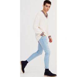 Jeansy skinny fit. Czarne jeansy męskie relaxed fit marki Pull & Bear. Za 69,90 zł.