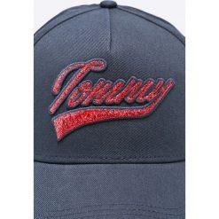 Tommy Hilfiger - Czapka. Szare czapki z daszkiem damskie marki TOMMY HILFIGER, z bawełny. W wyprzedaży za 139,90 zł.