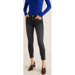 Mango - Jeansy Isa. Szare jeansy damskie rurki marki Mango, z aplikacjami, z bawełny. Za 139,90 zł.