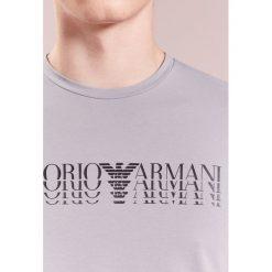 Emporio Armani LOGO Tshirt z nadrukiem grigio nebbia. Szare koszulki polo marki Emporio Armani, l, z bawełny, z kapturem. Za 339,00 zł.