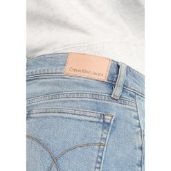 Calvin Klein Jeans MID RISE SHORT Szorty jeansowe berlin blue. Niebieskie jeansy damskie Calvin Klein Jeans. Za 399,00 zł.