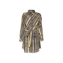 Sukienka koszulowa w kratkę. Szare sukienki z falbanami marki MROVCA, w kolorowe wzory, z bawełny. Za 299,00 zł.