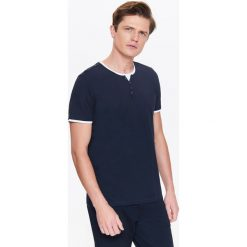 T-SHIRT MĘSKI Z BIAŁĄ WSTAWKĄ. Białe t-shirty męskie marki Top Secret, na lato, m, z bawełny. Za 49,99 zł.