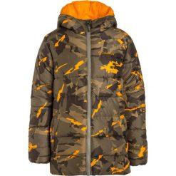 Columbia THE BIG PUFF Kurtka zimowa sage/woodsy. Brązowe kurtki chłopięce zimowe marki Columbia, z materiału. W wyprzedaży za 164,50 zł.