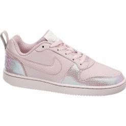 Buty damskie Nike Court Borough Se NIKE różowe. Czerwone buty sportowe damskie marki Nike, z napisami, z gumy, nike court. Za 209,00 zł.