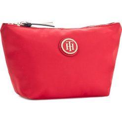 Kosmetyczka TOMMY HILFIGER - Poppy Make-Up Bag AW0AW04340 614. Czerwone kosmetyczki męskie TOMMY HILFIGER, z materiału. W wyprzedaży za 119,00 zł.