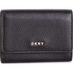 Mały Portfel Damski DKNY - Card Case Id R82ZA503 Blk/Gold BGD. Czarne portfele damskie DKNY, ze skóry. Za 289,00 zł.