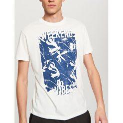 T-shirty męskie: T-shirt z nadrukiem weekend vibes – Biały