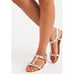 Płaskie sandały z dżetami MERG różowe. Białe sandały damskie marki Merg. Za 49,90 zł.