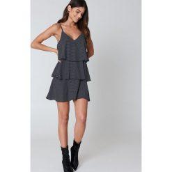 Sukienki hiszpanki: Kristin Sundberg for NA-KD Sukienka z potrójną warstwą – Black,Multicolor