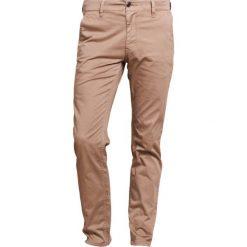 BOSS CASUAL Chinosy beige. Brązowe chinosy męskie marki BOSS Casual, z bawełny. W wyprzedaży za 398,05 zł.
