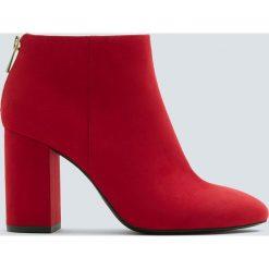 Czerwone botki na obcasie basic. Czarne botki damskie na obcasie marki Pull&Bear. Za 99,90 zł.