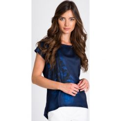 Bluzki damskie: Granatowa bluzka z kwiatem QUIOSQUE