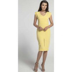 Żółta Elegancka Dopasowana Sukienka z Ozdobną Aplikacją. Czarne długie sukienki marki Molly.pl, na spotkanie biznesowe, l, z tkaniny, z dekoltem na plecach, dopasowane. W wyprzedaży za 130,11 zł.