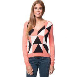 Swetry damskie: Sweter w kolorze koralowym